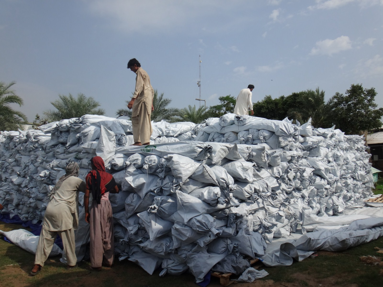 HSNDS supplies tents to Pakistan government