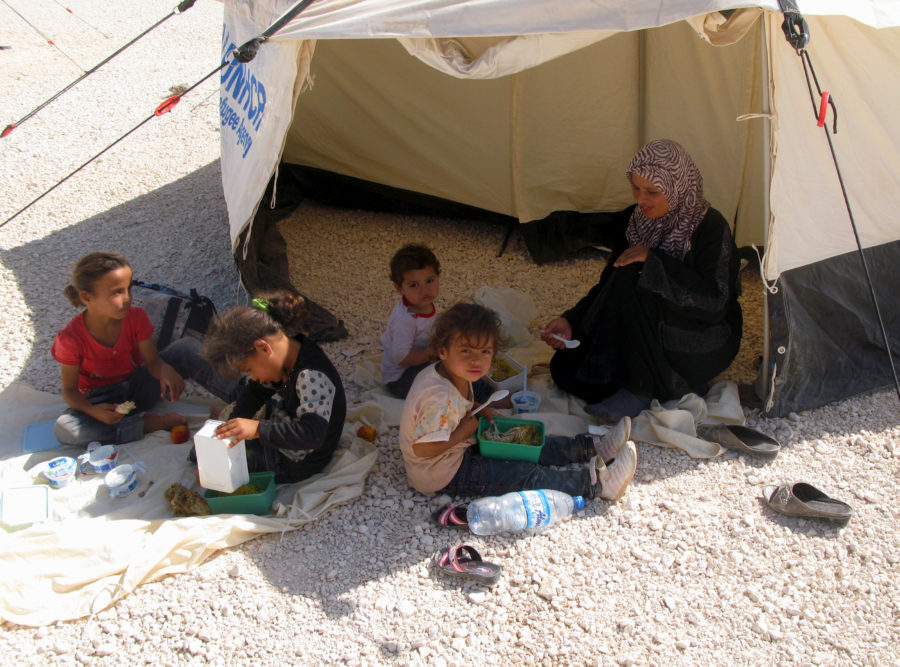 German Foreign Minister visits Zaatari refugee camp_syria_FR tents installed in Syria
