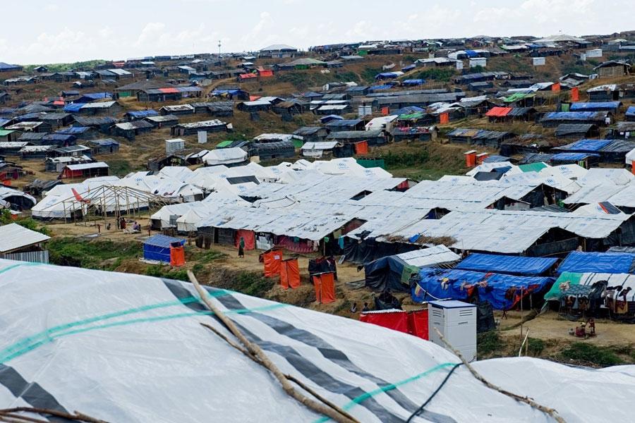 wide view of Rohingya refugees at Kutupalong camp Bangladesh