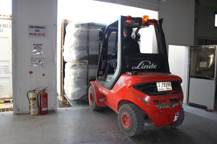 car lifter at NRS International logistics in Dubai warehouse 2016