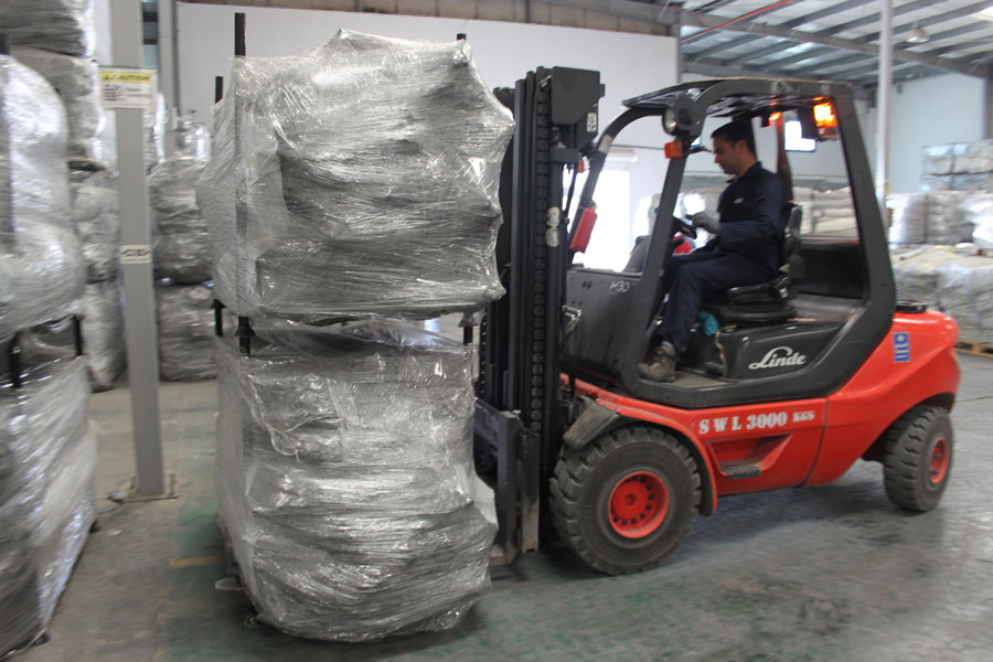changing place of packages with car lifter at NRS Relief logistics in Dubai warehouse 2016