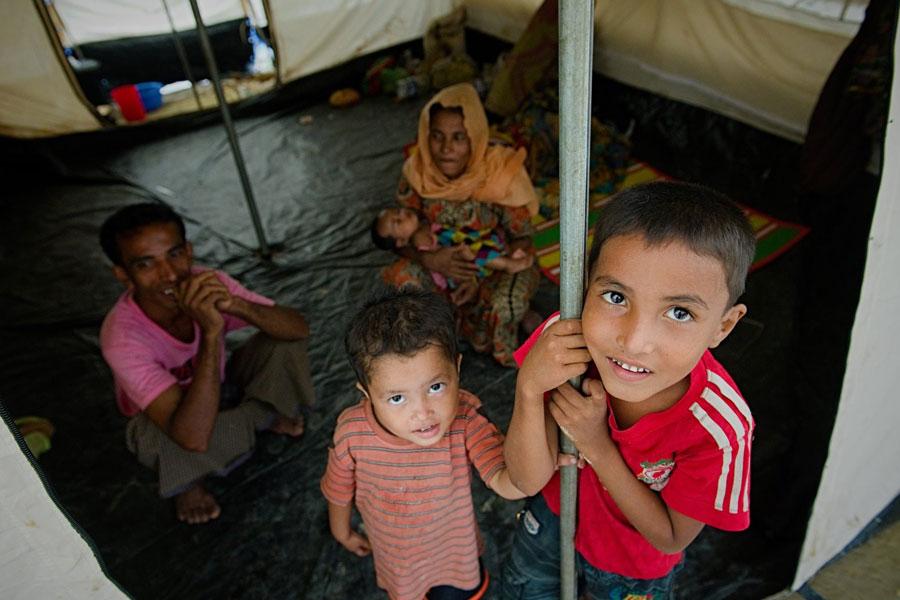 NRS Relief provide tents to Rohingya refugees at Kutupalong Bangladesh
