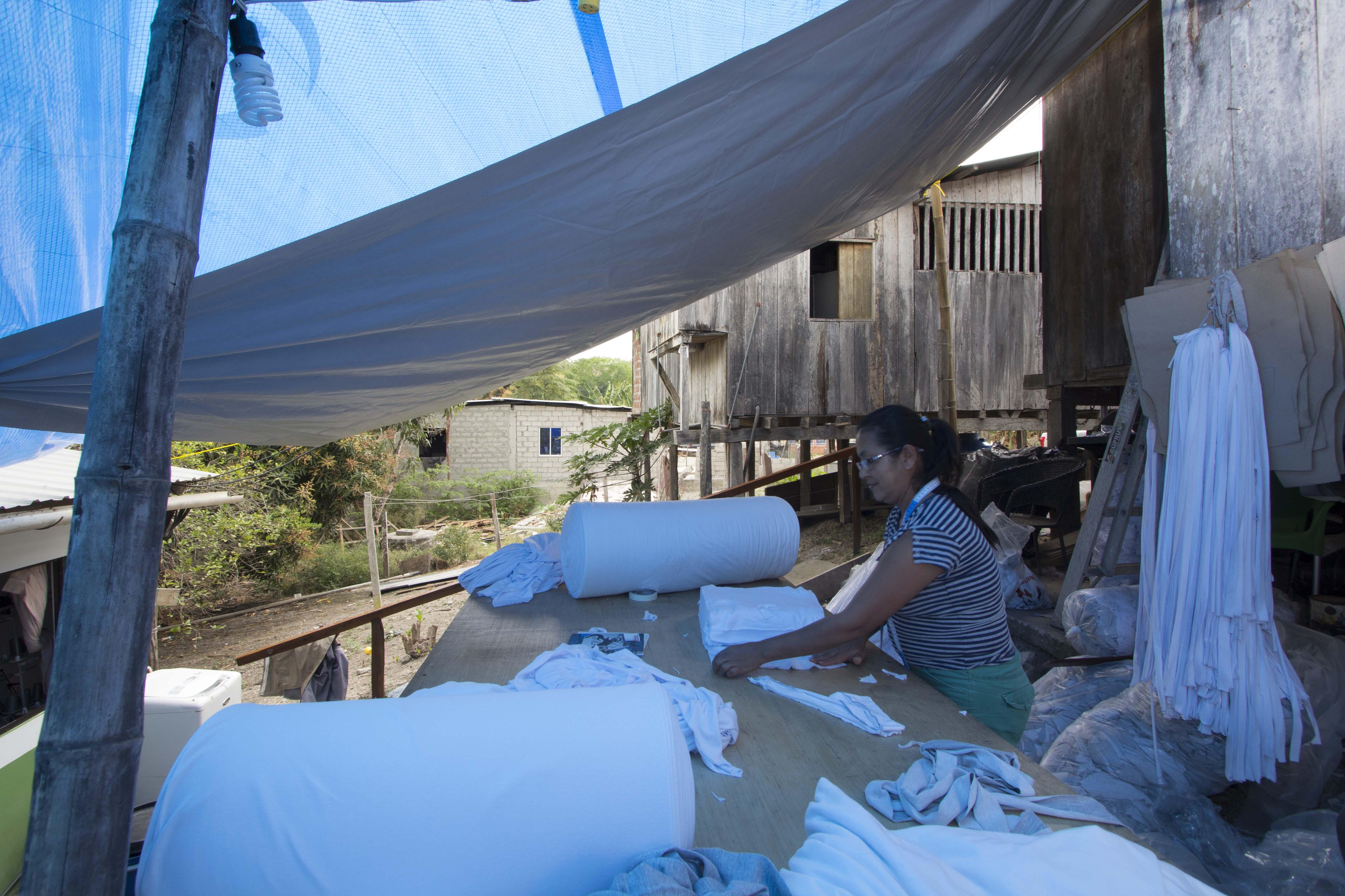 refugee women working under the NRS tarpaulins at Ecuador in 2016
