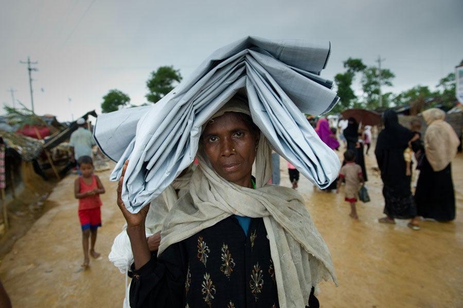 Rohingya refugees with blankets at Kutupalong camp Bangladesh