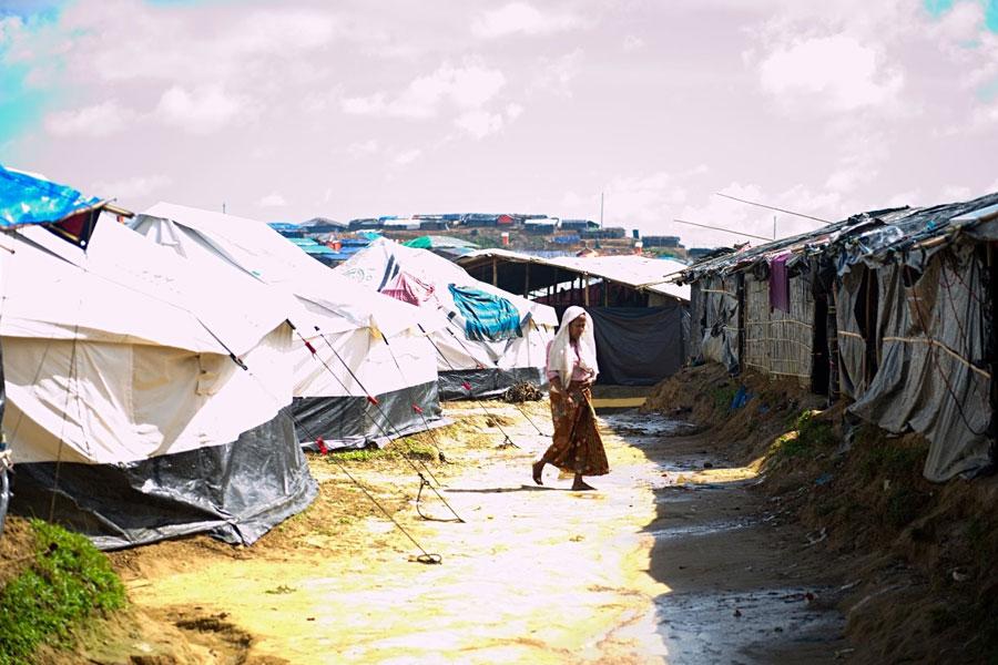 Rohingya women refugee standing at Kutupalong camp Bangladesh